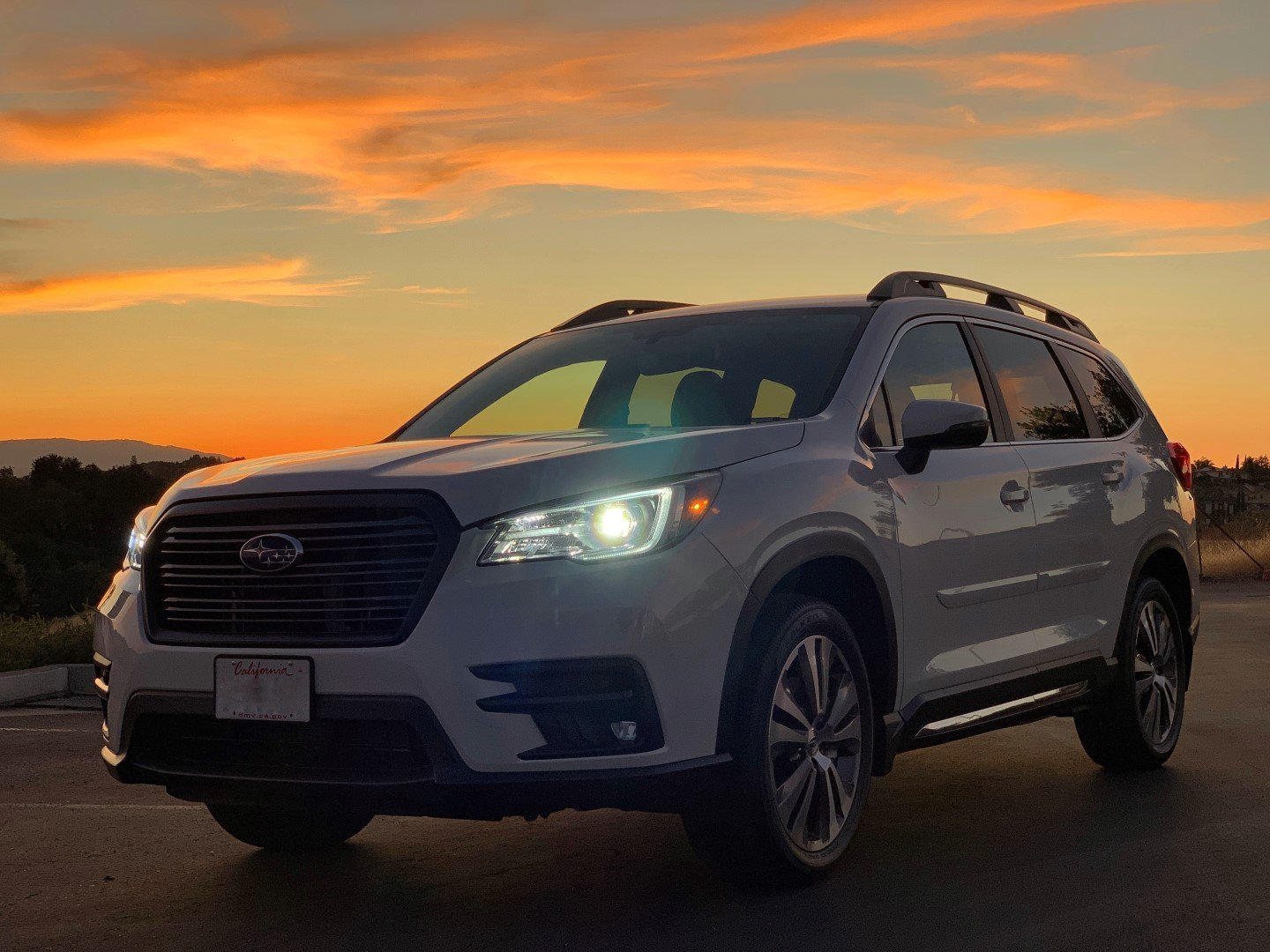 2019 Ascent Limited Pearl White